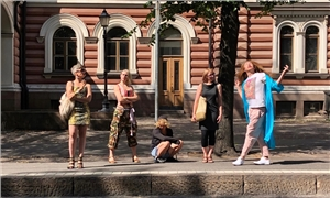 Link to event Suo, guacamole ja Jussi – Tanssiteatteri Tsuumi | A performance on a bus!